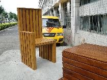 D2_ 遊具雕塑化-等待的大椅子